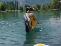 Jak na wodzie odwrócić ponton nie zamaczając się przy tym?