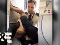 Pijany pasażer chce wyjaśnić coś z pilotem samolotu