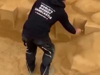Imponujących rozmiarów budowla z piasku