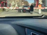 Szwajcaria: Kierowca utknął na przejeździe kolejowym