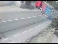 Gdyby nie szybki refleks kierowcy, dzieciak wpadłby pod ciężarówkę