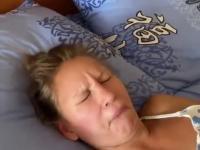 Kiedy ona śpi z otwartymi ustami