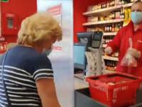 Agresywny klient wydziera się na pracowników sklepu, bo proszą, żeby założył maseczkę