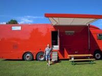 Samodzielne zbudowany kamper na bazie ciężarówki DAF