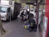 Australijska policja brutalnie zatrzymuje protestujących przeciwko obostrzeniom