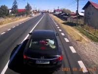 Wczasowicze chcieli wymusić odszkodowanie. Kierowca na szczęście miał kamerkę i nie odpuścił