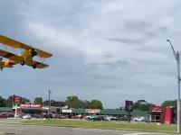 Samolot rozbija się podczas startu z ulicy