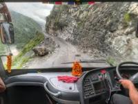 Indyjscy kierowcy autobusów mają zdecydowanie coś nie tak z głową!