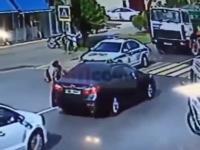 Kobieta staranowana przez radiowóz na przejściu dla pieszych