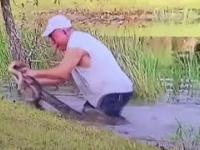 Nie pozwolił aligatorowi pożreć swego przyjaciela