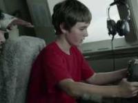Dzieciak w kokpicie samolotu